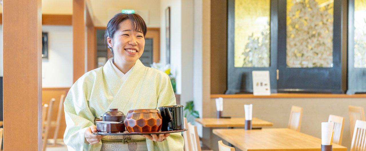 和食調理のホールスタッフ 日本料理大森 |