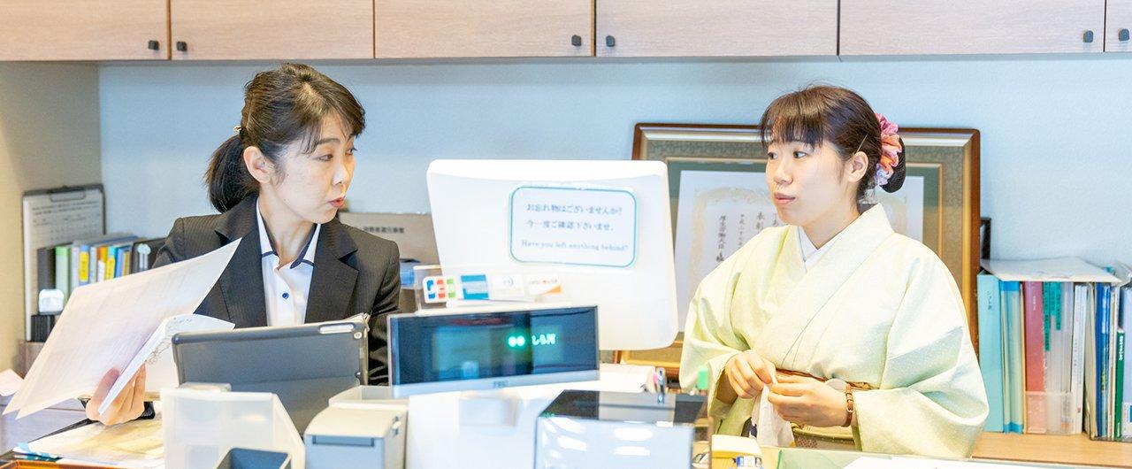 ひつまぶし店の販売スタッフ JR名古屋タカシマヤ店 |